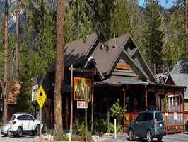 breakfast-lunch-dinner-live-entertainment-idyllwild-california