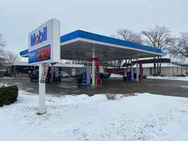mobil-gas-station-woodstock-illinois