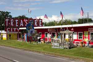gift-souvenir-shop-treasure-city-royalton-minnesota
