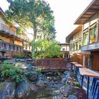 peninsula-tavern-with-beer-garden-outdoor-seating-california