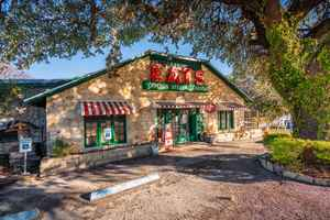Restaurant and Bar For Sale in Kendall County, TX