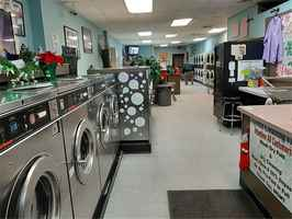 Profitable Laundromat in Very Busy Strip Mall