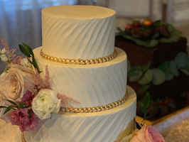 Specialty Cake Bakery in High-End North Dallas